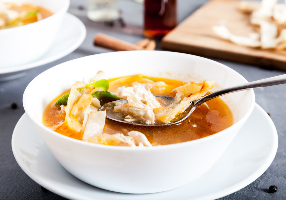 Украшаем суп для приготовления Мексиканского лаймового супа