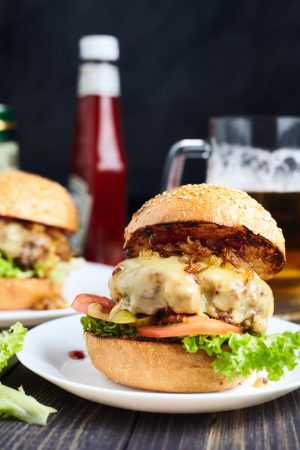 Classic Cheeseburger With Caramelized Onion easy to make step-by-step recipe
