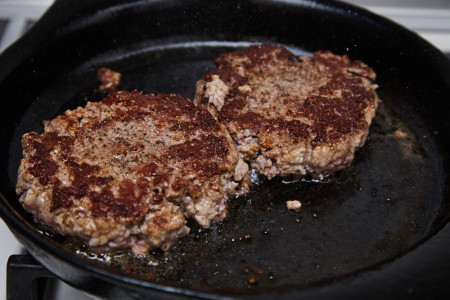 Fry the cutlets for Classic cheeseburger with caramelized onion