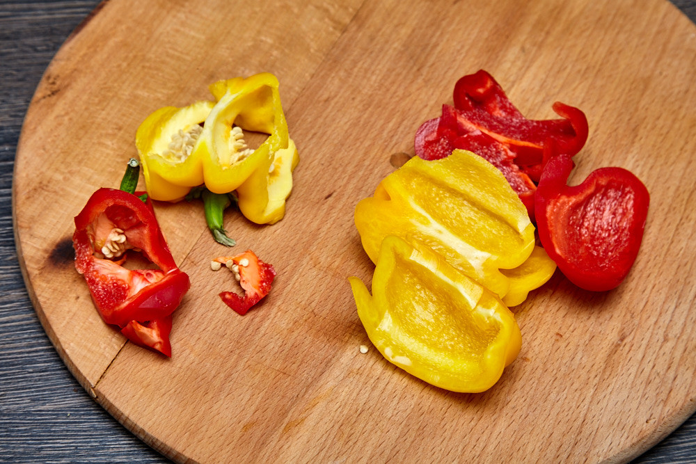 Peel peppers from seeds for pork with a sweet pepper