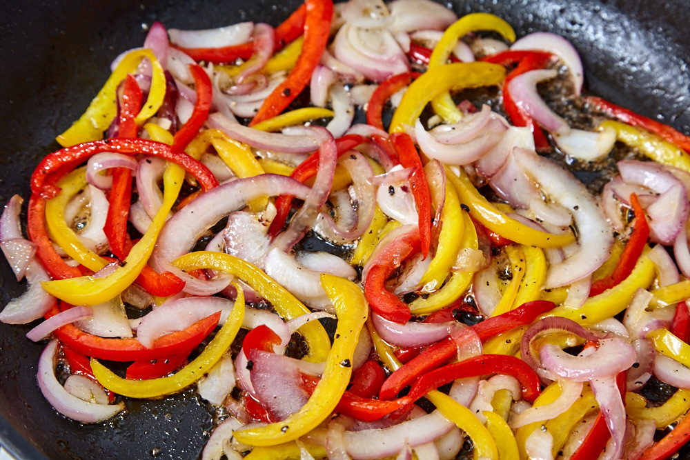 Fry the peppers for pork with a sweet pepper