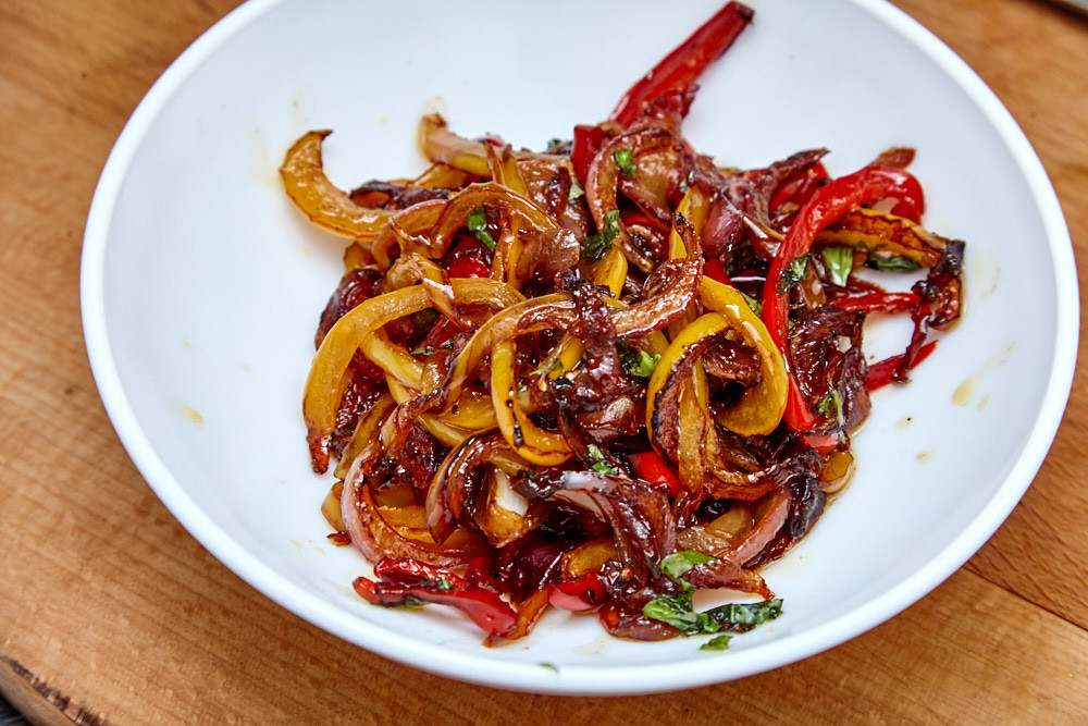 Put sauce to the bowl for pork with a sweet pepper