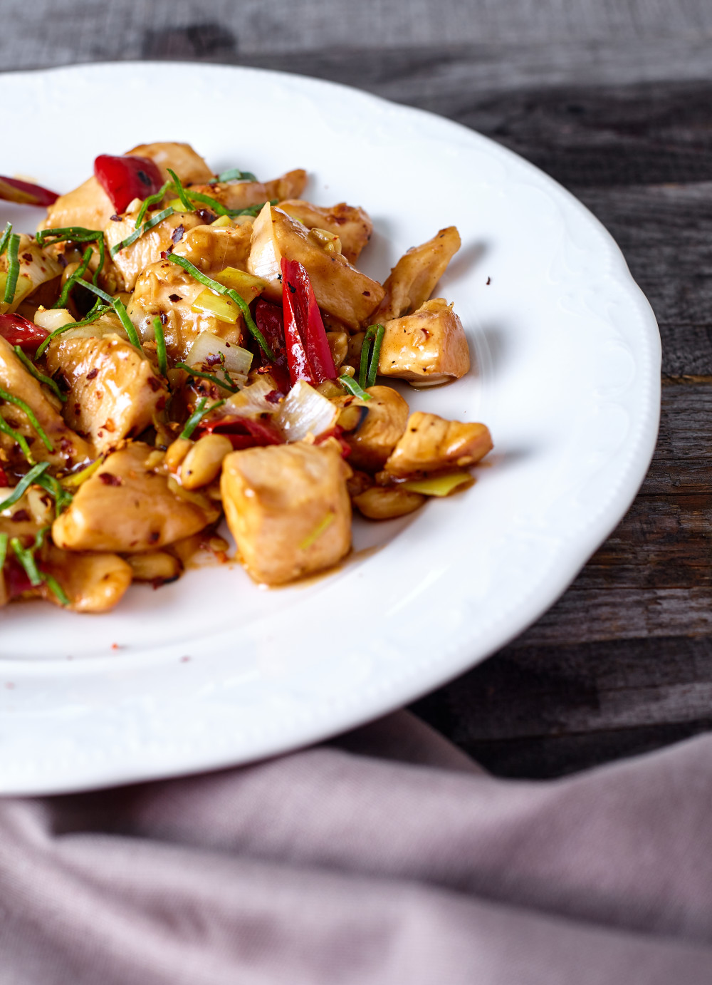 Put the dish on the serving plates for gongbao chicken (kung pao)