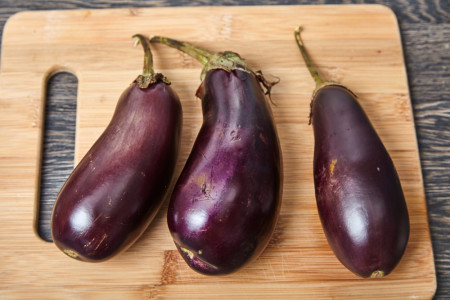 Wash 3 eggplants, dry with paper towels for fan shaped baked eggplants with tomatoes and feta cheese