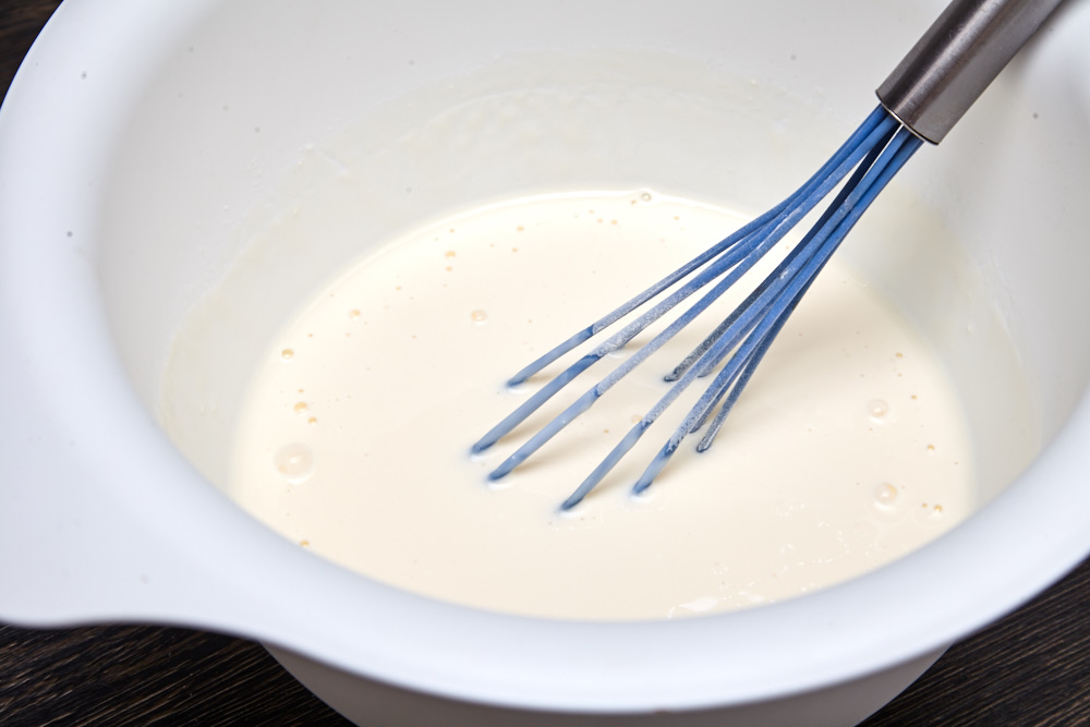 Mix in the big bowl yogurt, milk, sour cream, and egg yolks for pancakes with a strawberry sauce + dry mixture recipe