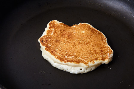 Turn over and cook for a couple of seconds from the other side for pancakes with a strawberry sauce + dry mixture recipe