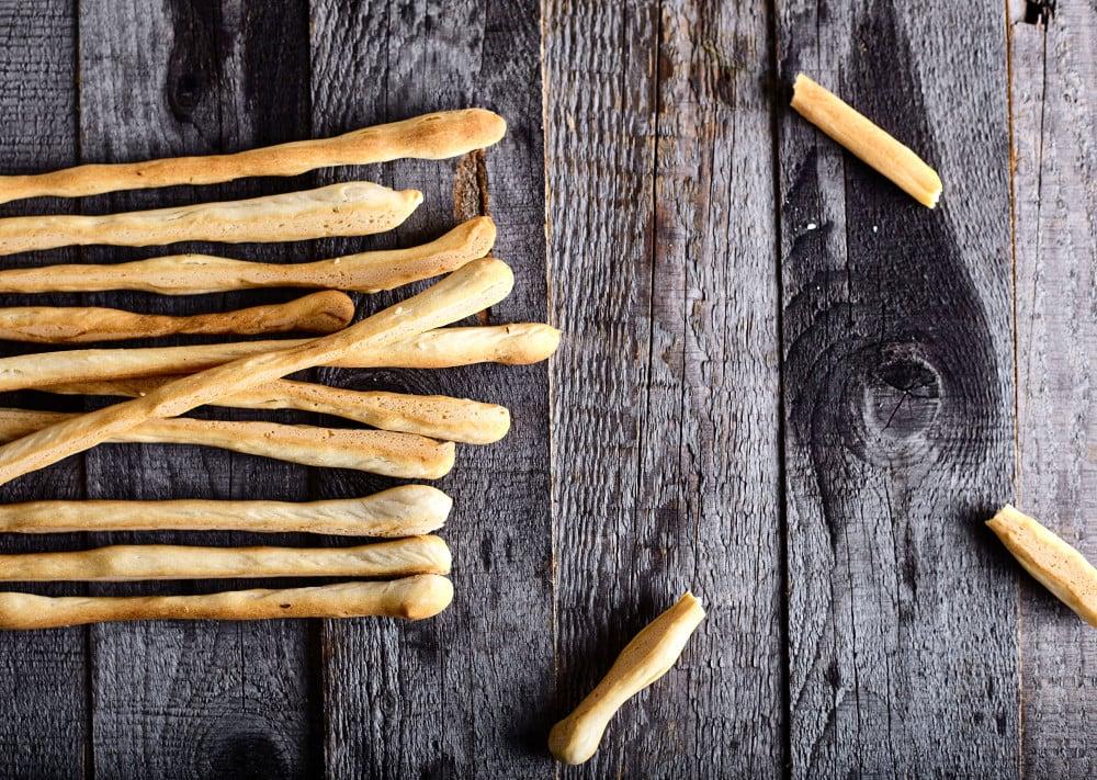 Serve italian breadsticks grissini