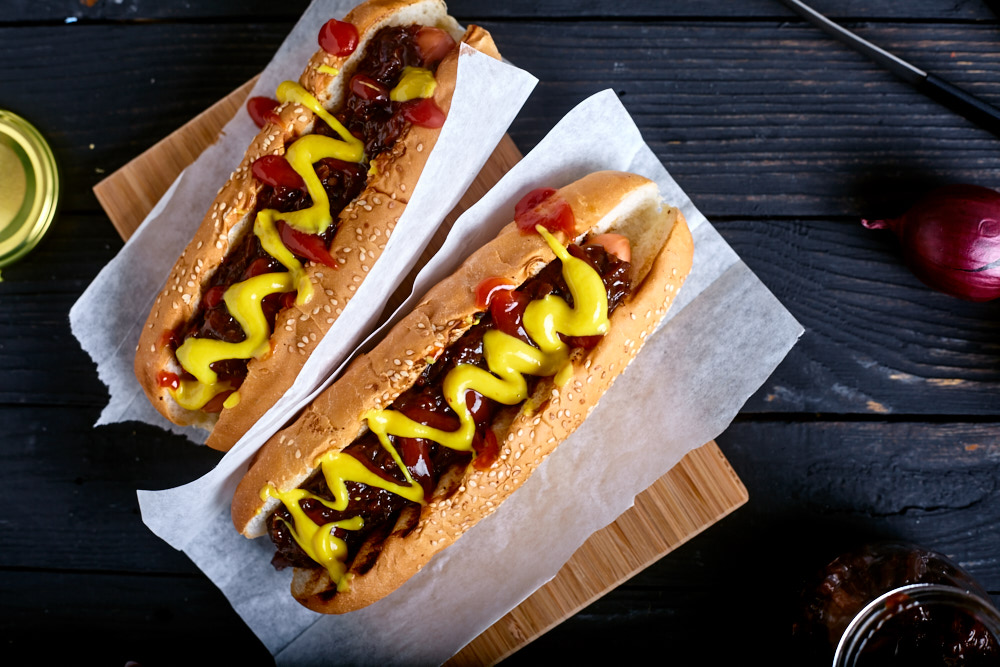 Make hot dogs for New York hot dog