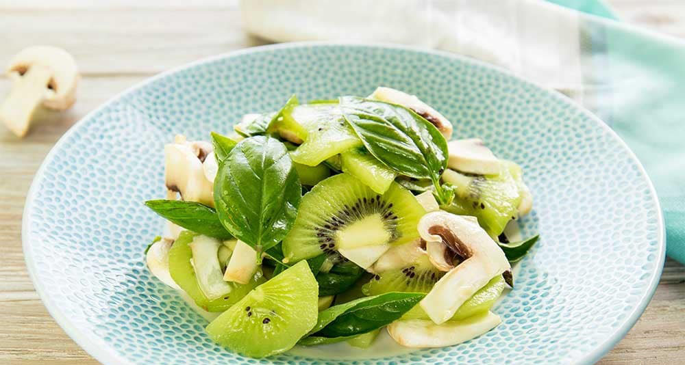 #10 . Салат из шампиньонов с киви - Рецепт от Klopotenko   10 рецептов из шампиньонов