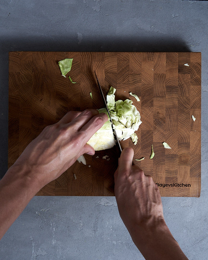 Разрезаем поперек полосы и нарезаем кусочки 1,5 на 1,5 см