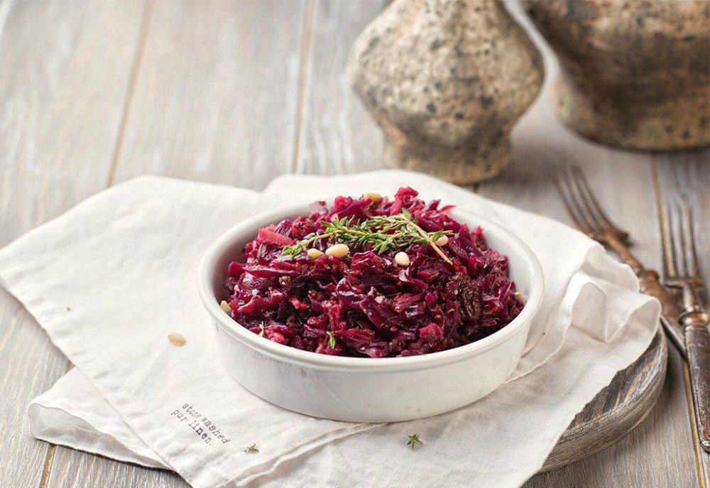 #19 Red cabbage garnish with lingonberry and onion marmalade -Globalcook's recipe  - 23 red cabbage recipe ideas