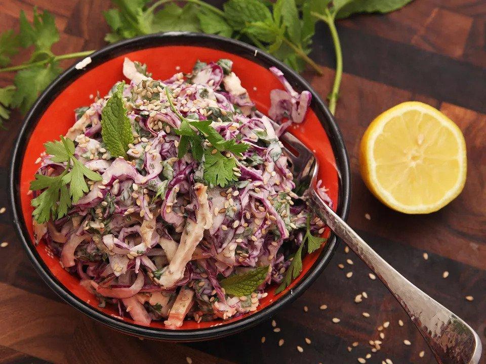 #9 Салат из курицы и капусты со сливочным тахини. Рецепт от Seriouseats- | 20 идей для рецептов из капусты