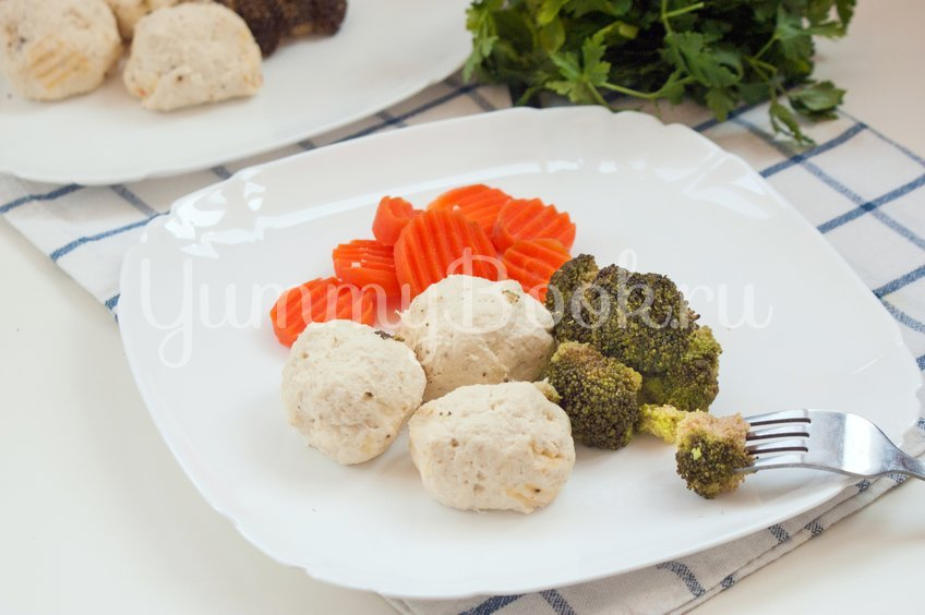 #26 Steamed chicken meatballs with cottage cheese.  Yummybook's recipe | 30 chicken fillet recipe ideas
