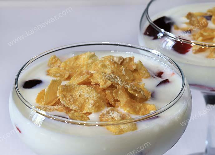 #21  Десерт с кефиром, сливами и фруктовым сиропом
