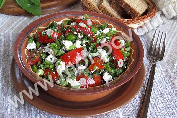 #4 Салат с творогом, помидорами и зеленью.