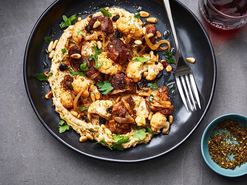 #4. Hummus with spicy chicken and cauliflower.