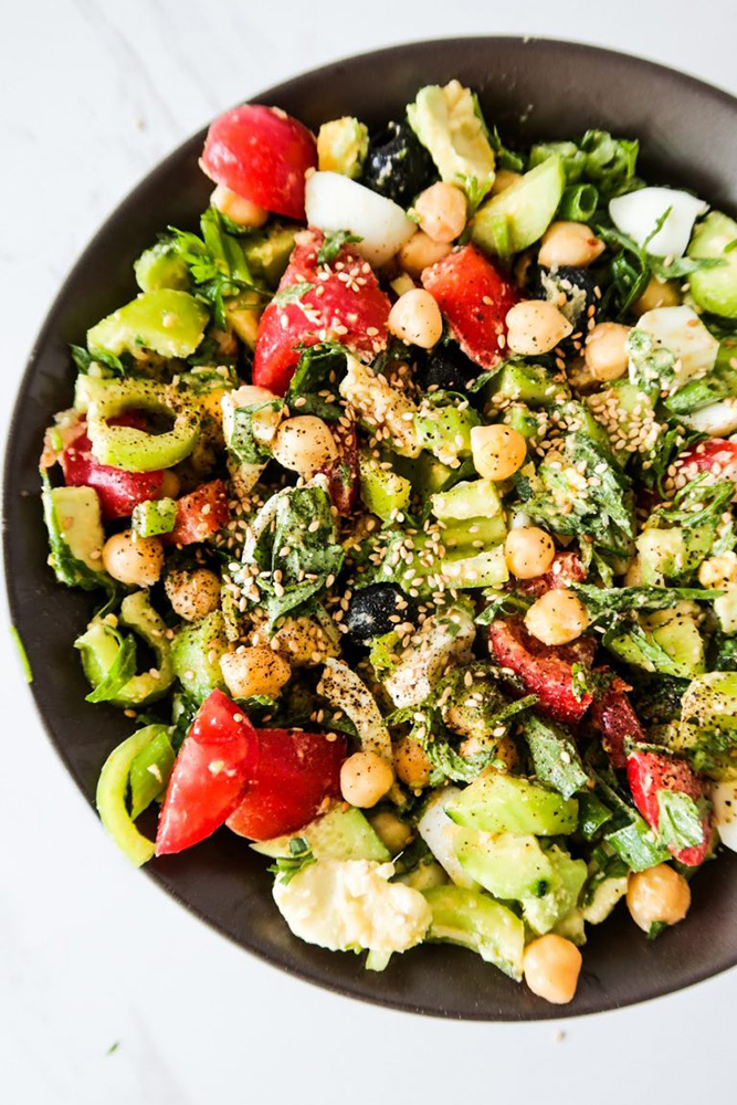 #8 Diet salad with chickpeas and eggs.